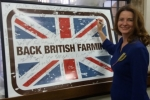 Gillian signs petition of support for British Farmers